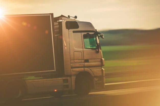 Você sabia que o contrato entre motorista carreteiro e empresa de logística pode se enquadrar como transporte autônomo de carga?